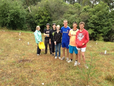 Shows the VCE students from Baringa School after the mulching, Edward Hunter Heritage Bush Reserve