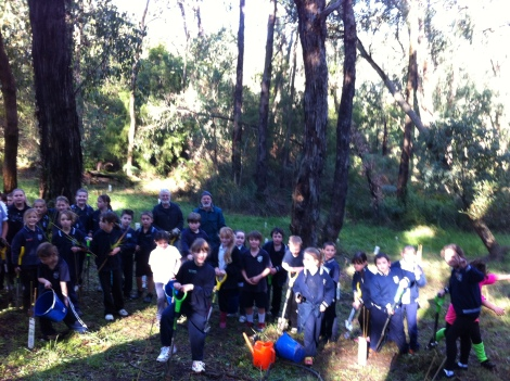Shows students of South Street Primary, Edward Hunter Heritage Bush Reserve